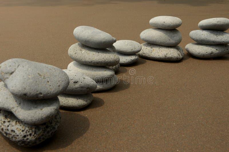 Камни базальта на пляже стоковые фотографии rf