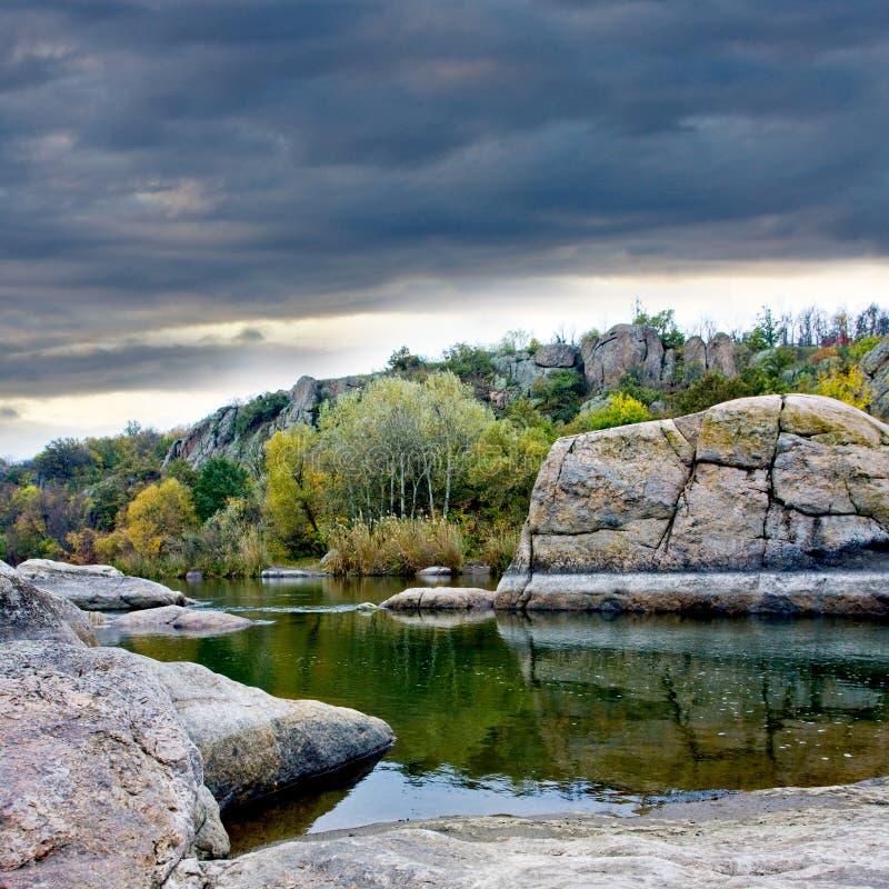 камни ландшафта озера стоковые фотографии rf