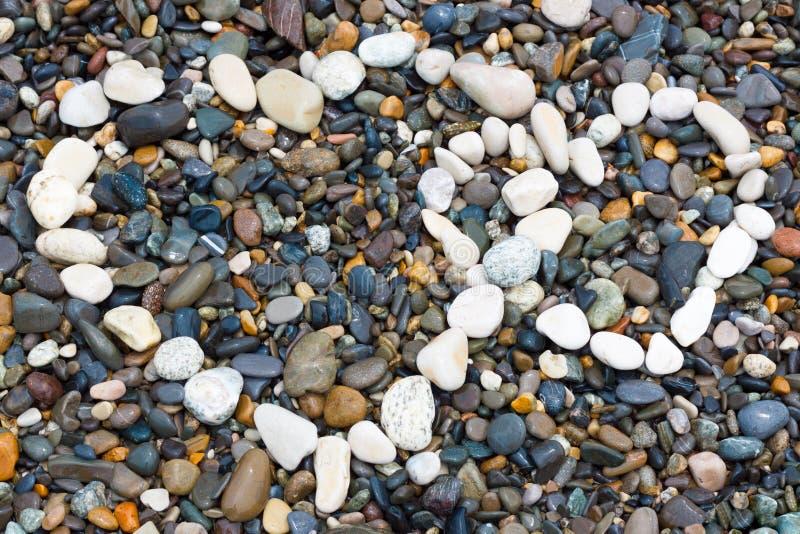 Камни моря клали вне сердце стоковое изображение