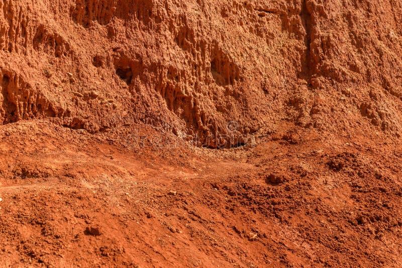 Камни наклона горы текстуры красные стоковая фотография