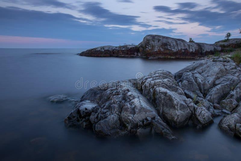 Камни на озере Ladoga в Karelia, России стоковые изображения