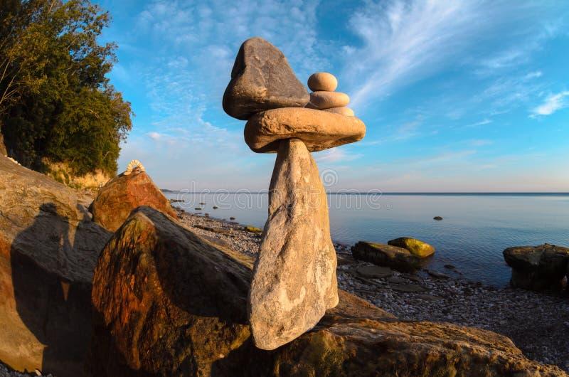 Камни на скалистом побережье стоковые изображения rf