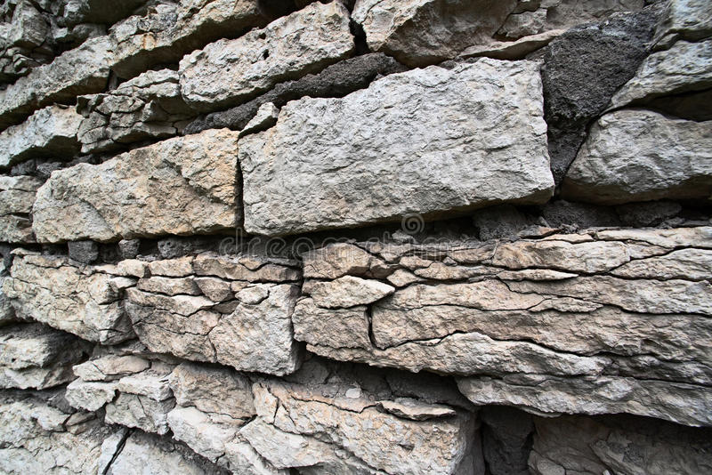 Камни старой поврежденной стены стоковые изображения rf