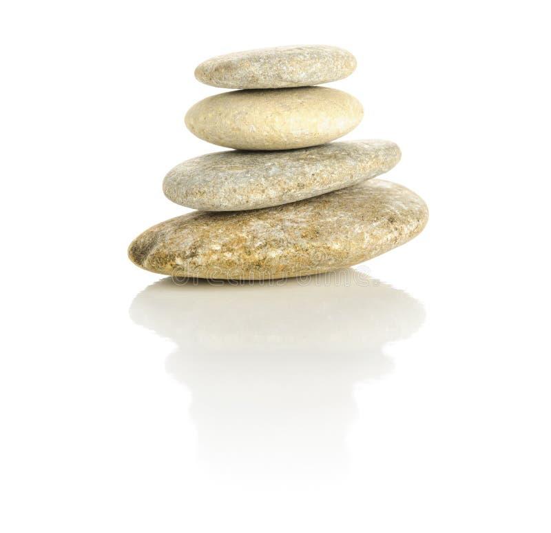 4 камня штабелированного в пирамидке стоковые фотографии rf