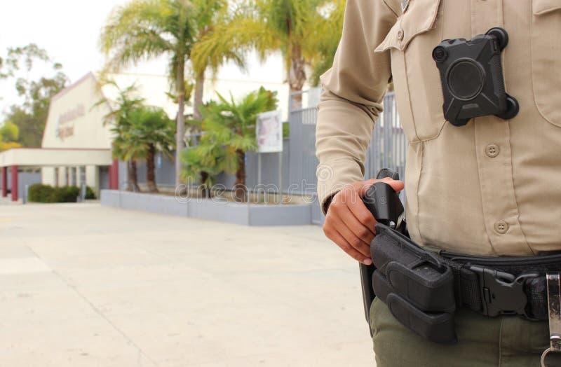 Кампус средней школы полицейского защищая стоковые изображения rf