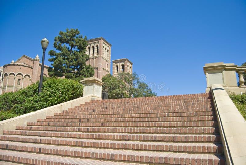 кампус шагает университет вверх стоковая фотография rf
