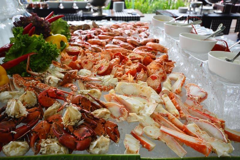 Камчатский краб Аляски, линия шведского стола морепродуктов в гостинице стоковое фото rf