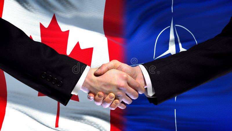 Канада и рукопожатие НАТО, международные отношения приятельства, предпосылка флага стоковое фото