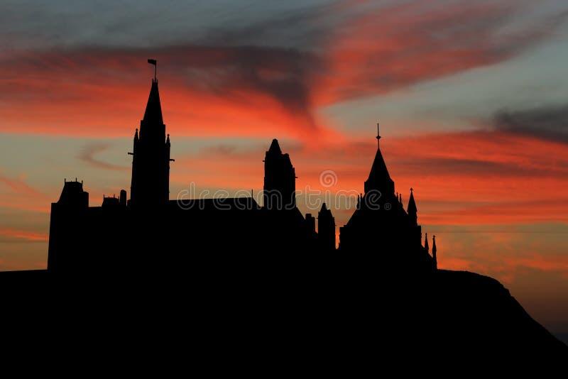 канадский заход солнца парламента Стоковые Изображения