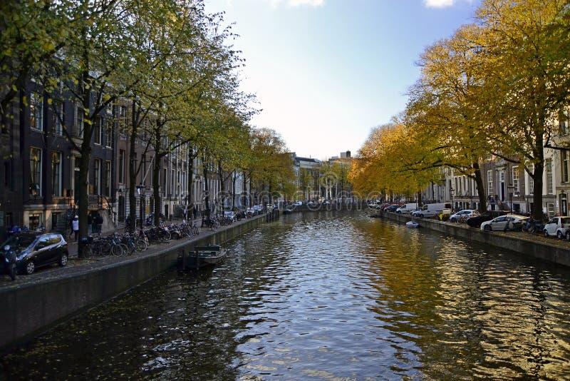каналы amsterdam стоковое изображение