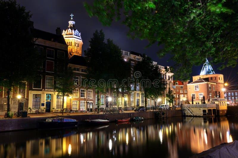 Канал Амстердам на ноче стоковые фотографии rf