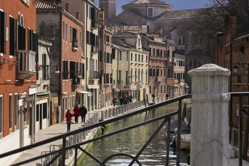 Канал Венеции, Италии в сценарном взгляде стоковая фотография
