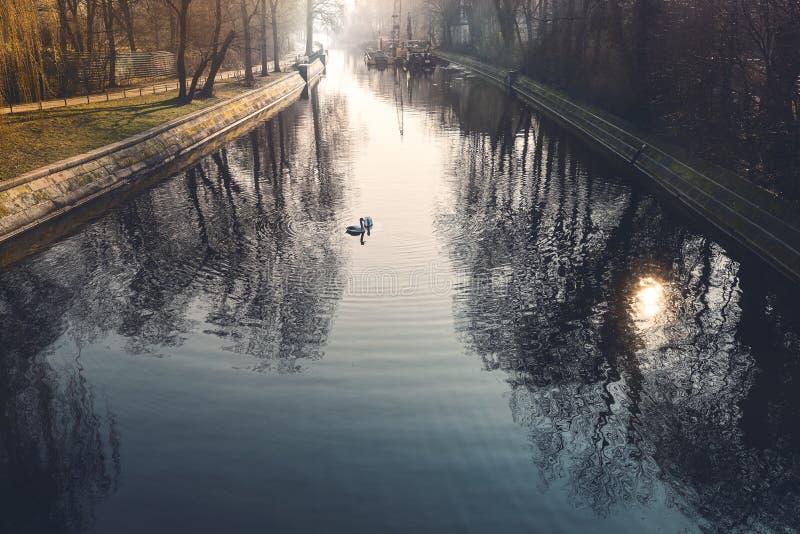 Канал в Берлине Kreuzberg стоковое изображение rf
