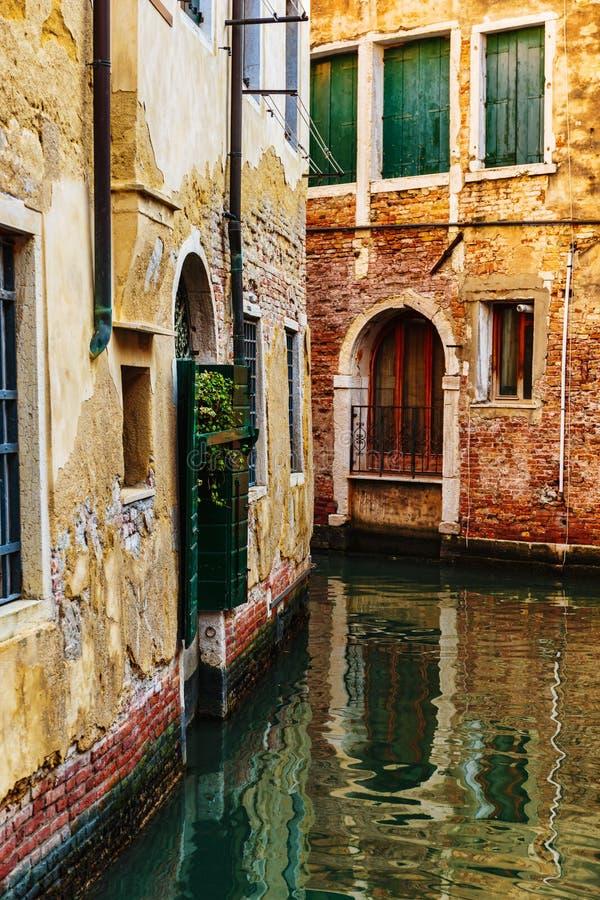 Канал в Венеции Италии стоковые фото