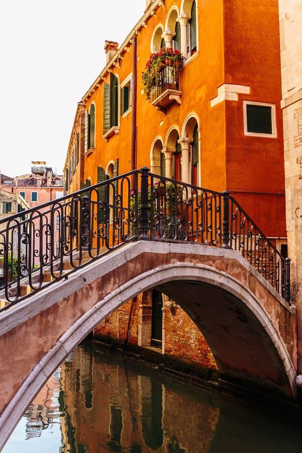 Канал в Венеции Италии стоковая фотография