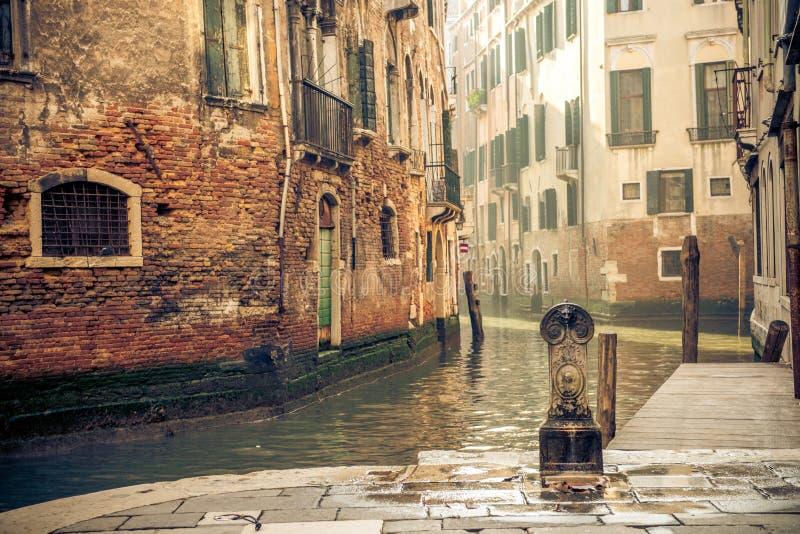 Канал в Венеции Италии стоковые изображения