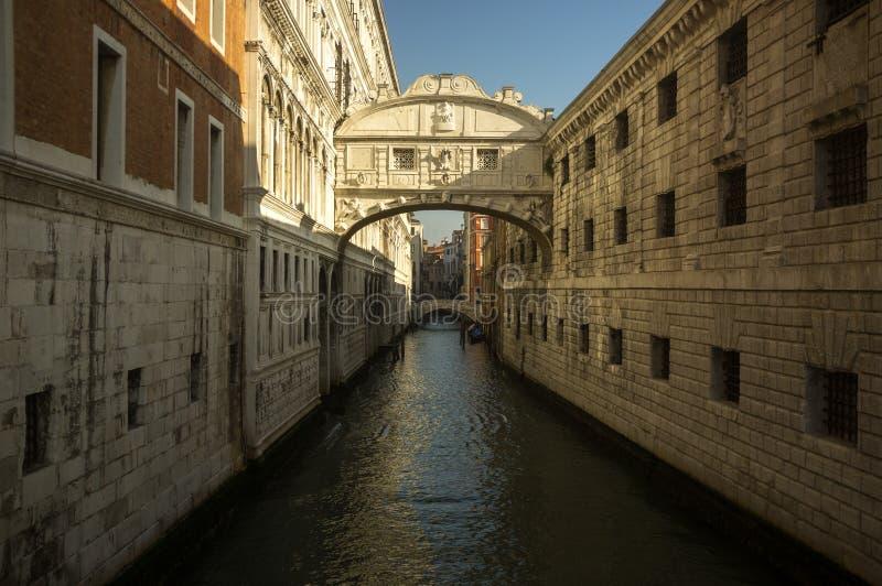 Канал в Венеции Италии стоковые фотографии rf