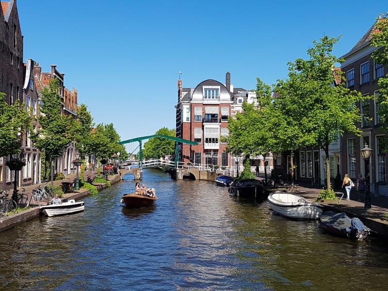 Канал в Лейдене Oude Rijn стоковые фотографии rf