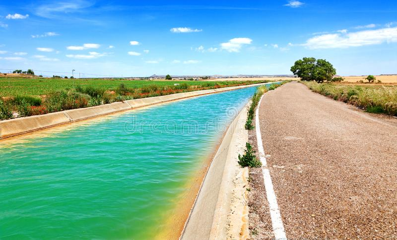 Канал и поля полива стоковая фотография rf
