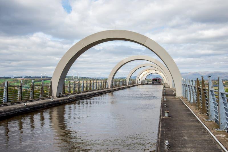 Канал парома причаливая после был поднят в колесо Falkirk стоковая фотография rf