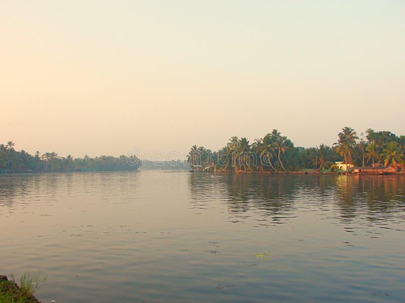 Канал подпора в Керале, Индии - естественной предпосылке стоковое изображение rf