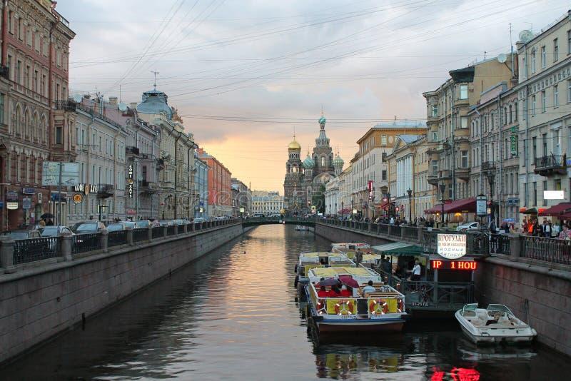 Канал Griboyedov перед заходом солнца r стоковые фотографии rf