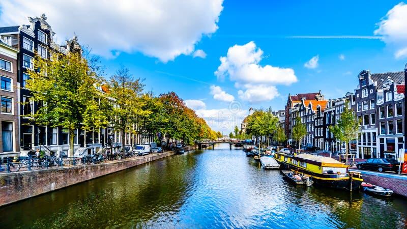 Канал Singel в сердце Амстердама в Голландии стоковые изображения rf