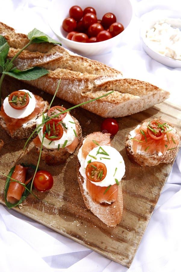 Канапе с семгами и сыром стоковое фото rf