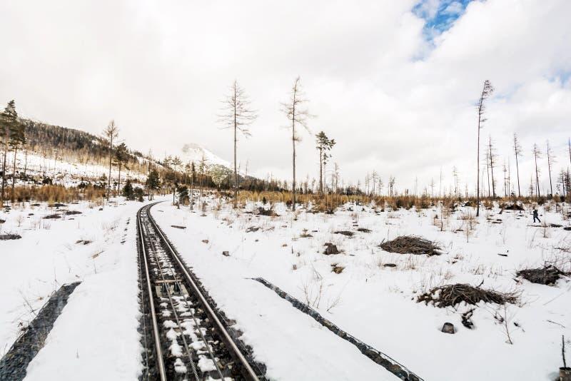 Канатная железная дорога на высоком Tatras в Словакии стоковые изображения