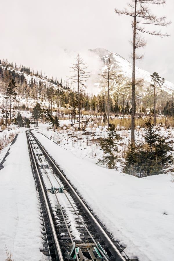 Канатная железная дорога на высоком Tatras в Словакии стоковая фотография