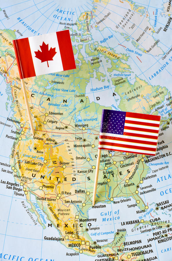 Канада и штырь флага США на карте стоковая фотография rf