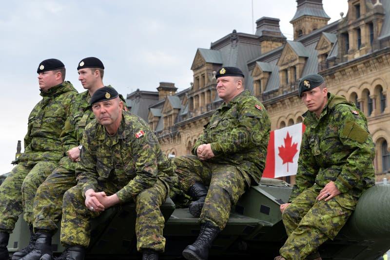 Download Канада удостаивает ветеранов которые служили в Афганистане Редакционное Фотография - изображение насчитывающей клен, ottawa: 40588627