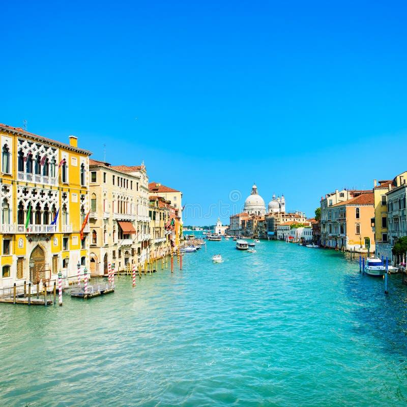 Канал Венеции грандиозный, наземный ориентир церков салюта della Santa Maria. Италия стоковое фото rf