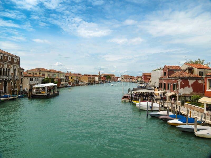 Канал в Венеции, Италии стоковые изображения