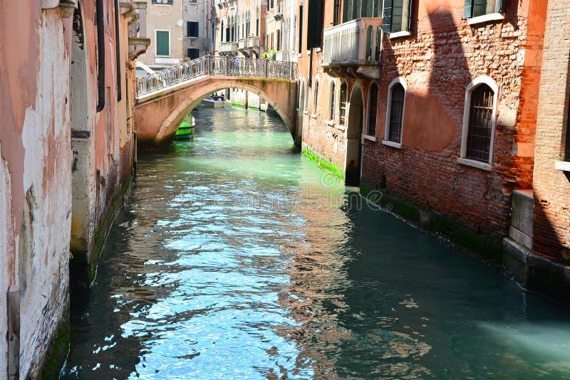 Канал в Венеции, Италии стоковые фото