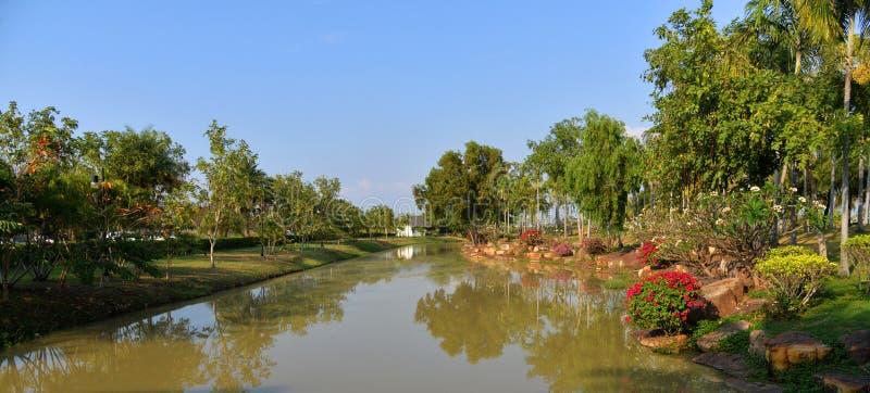 Канал в парке стоковая фотография rf