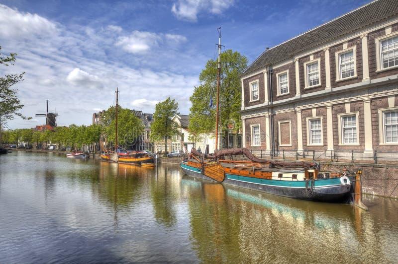 Канал в Schiedam, Голландии стоковые изображения