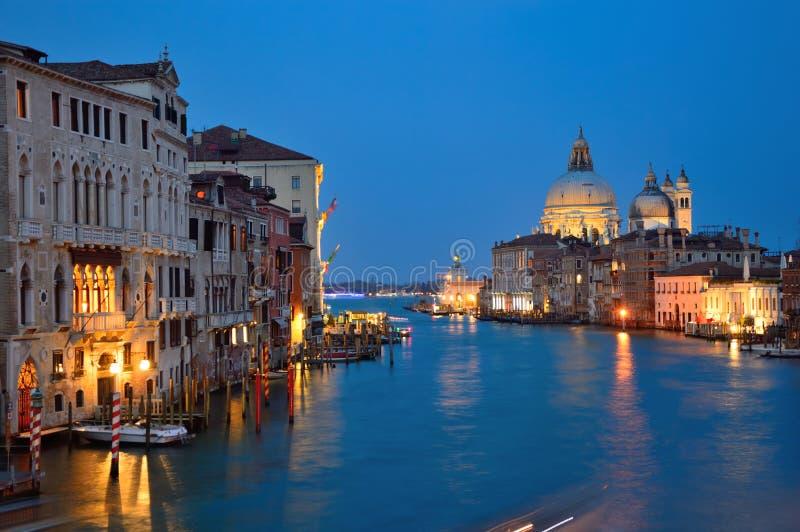 Канал на ноче, Италия Венеции грандиозный стоковое изображение