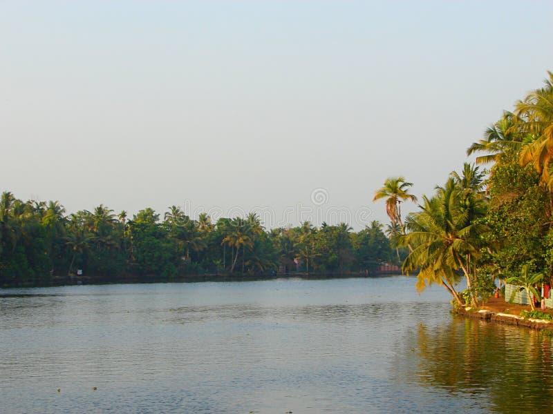 Канал подпора в Керале, Индии - естественной предпосылке стоковая фотография