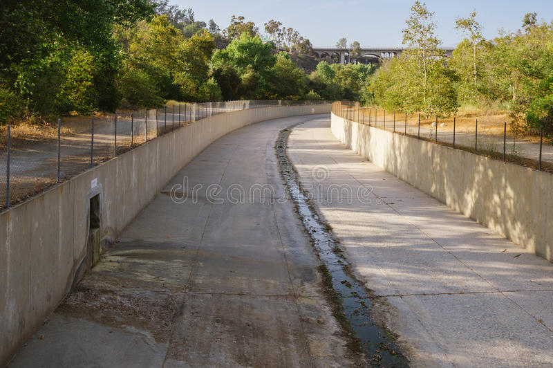 Канал регулирования паводковых вод, южная Калифорния стоковые фотографии rf