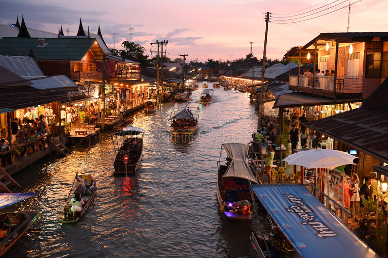 Download Канал рынка Amphawa, самая известная плавая рынка Редакционное Изображение - изображение: 53823490