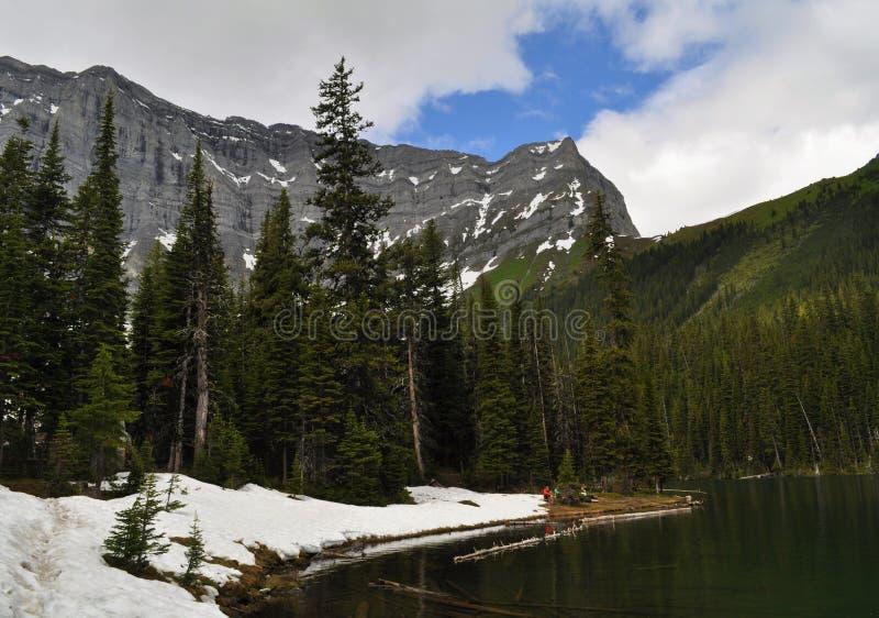 Канадская природа - Kananaskis, озеро горы стоковые фотографии rf