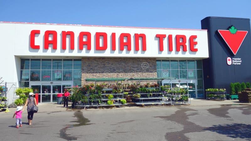 Канадский магазин автошины стоковые изображения
