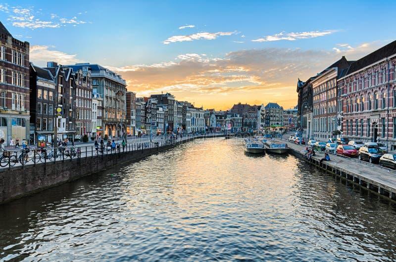 Каналы Амстердама на заходе солнца стоковые фото
