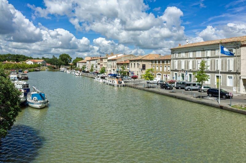 Канал du Midi в Castelnaudary, Франции стоковая фотография