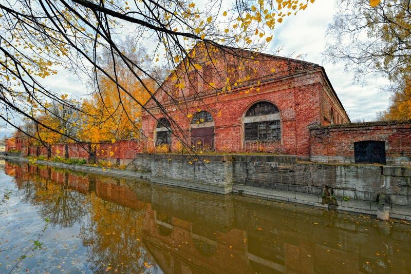 Канал Obvodny (обхода) в Kronstadt на острове Kotlin, России стоковое фото
