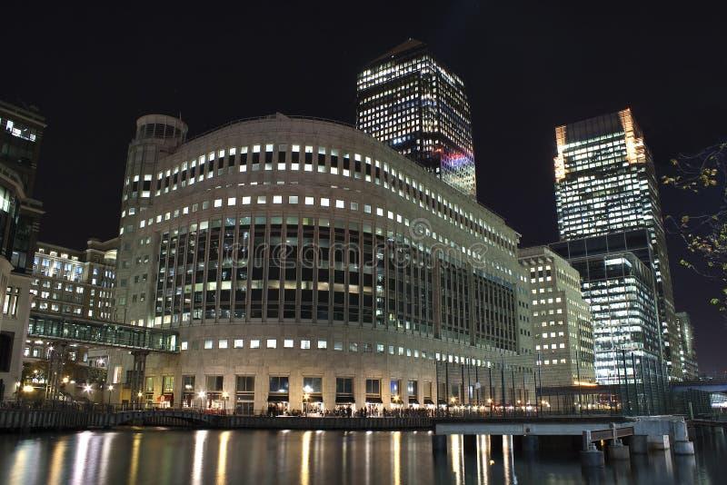 канереечный причал небоскребов ночи london стоковое фото