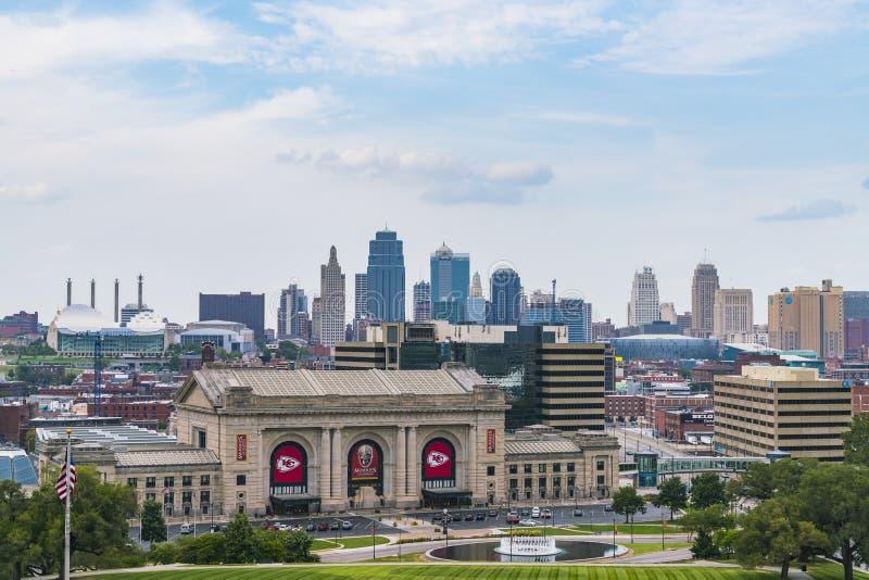 Канзас, Миссури, США 09-15-17, красивый горизонт Kansas City дальше стоковое изображение