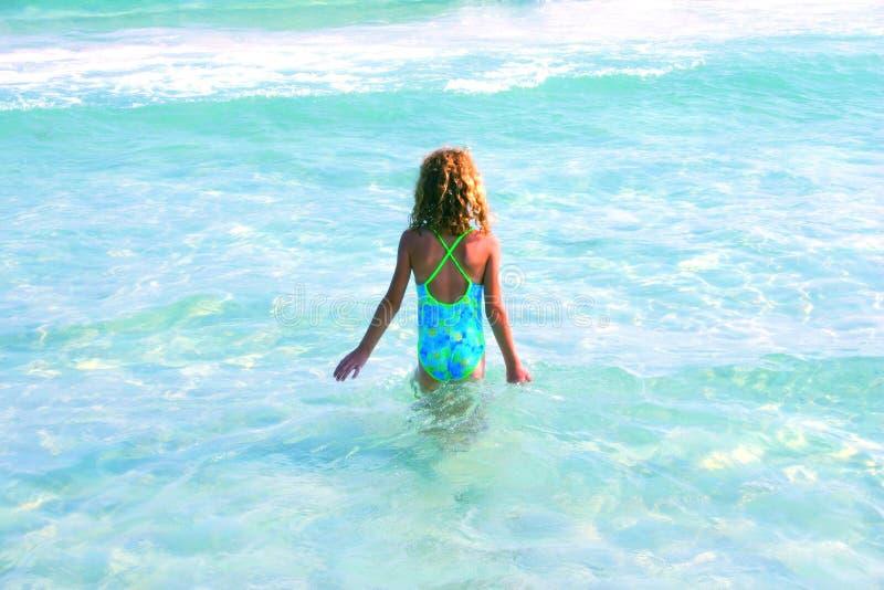 Download каникула ребенка стоковое изображение. изображение насчитывающей девушка - 478967