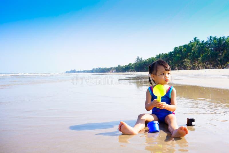 Download Каникула на пляже стоковое изображение. изображение насчитывающей люди - 41658033